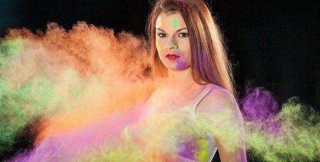 Tendances du maquillage fluo